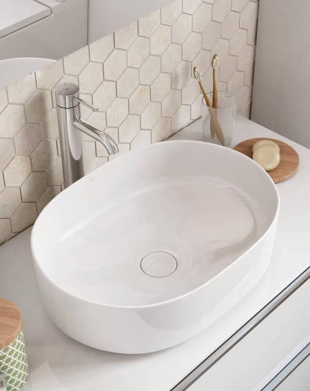 Lavatório Inspira Round fabricado em material resistente Fineceramic® da Roca
