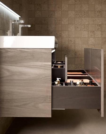Móvel de banho Stratum-N de Roca com gavetas de elevada capacidade de armazenamento