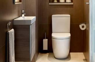 Casa de banho pequena com produtos Roca